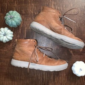 Merrell// Around Town Mid Lace Sneaker Boot
